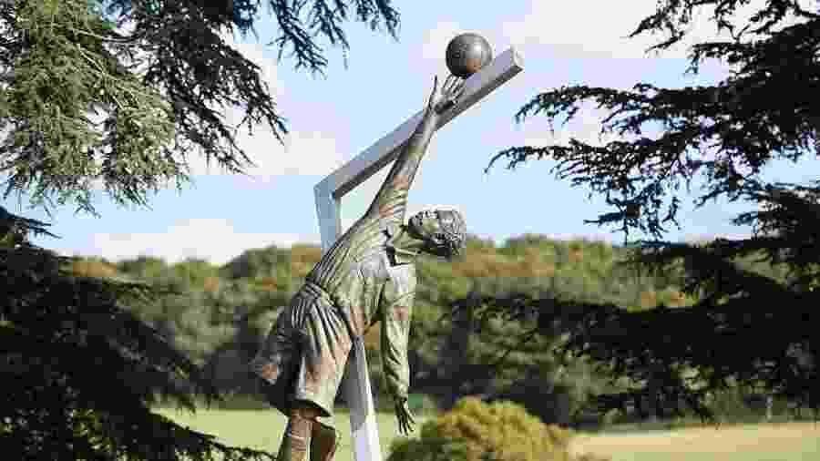 Estátua de Arthur Wharton, no CT da seleção inglesa - Getty Images