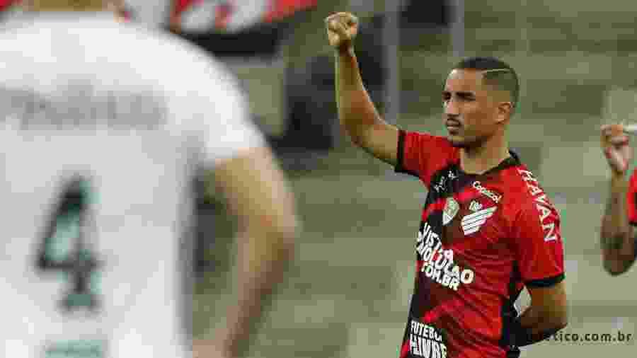 Christian, do Athletico-PR, se manifesta em jogo contra o Santos - Reprodução/Twitter