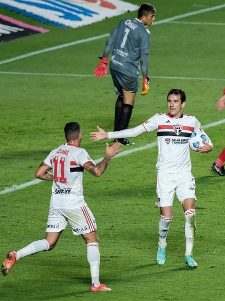 Luciano e Pablo comemoram gol do São Paulo contra o 4 de Julho na Copa do Brasil - Marcello Zambrana/AGIF