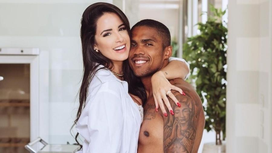 A modelo Nathália Félix e o meia-atacante Douglas Costa vão se casar em Punta Cana - Reprodução/Instagram