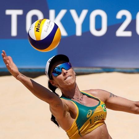 24.jul.2021 - Agatha do vôlei de praia faz sua estreia nos jogos olímpicos de Tóquio - John Sibley/Reuters