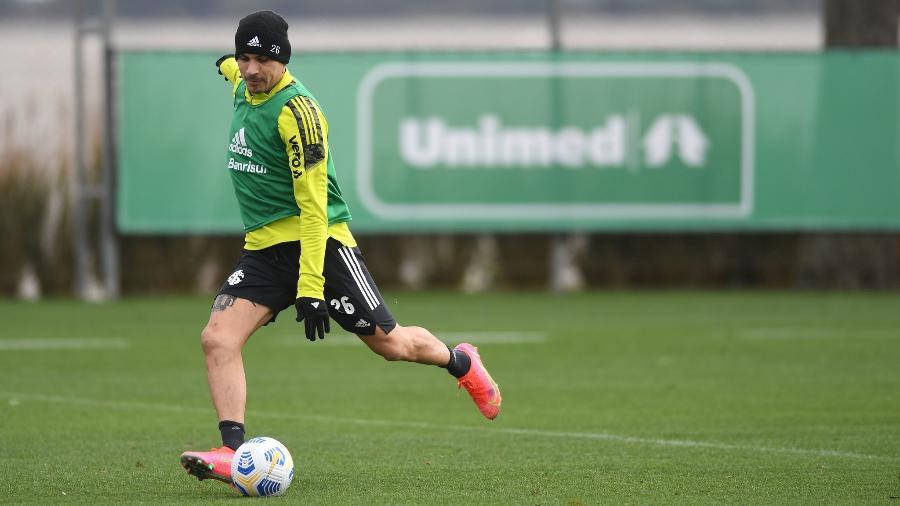Paolo Guerrero voltou a treinar com bola nesta semana e será titular do time - Ricardo Duarte/Inter