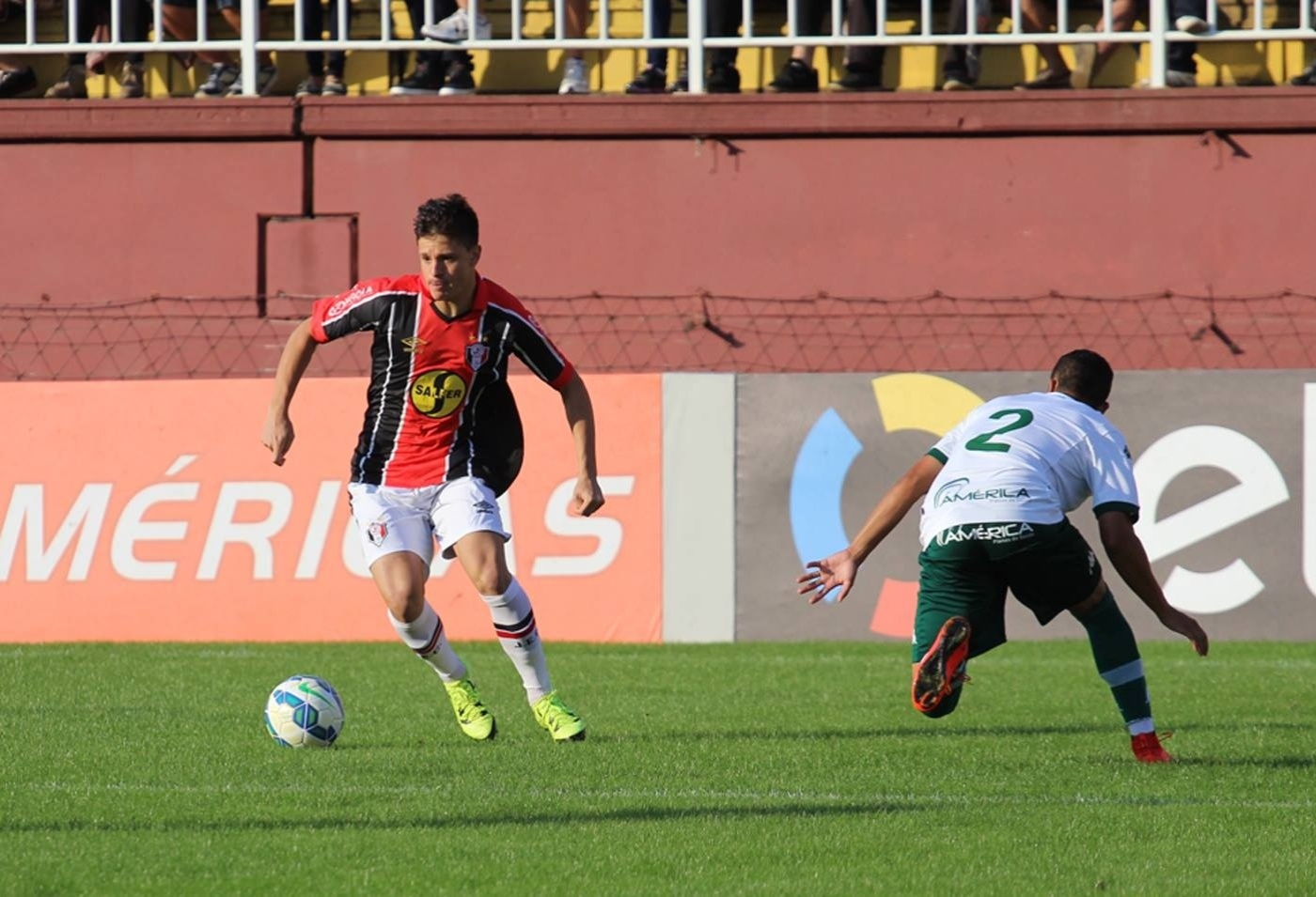 Joinville e Goiás se enfrentam na Arena Joinville pela oitava rodada do Campeonato Brasileiro 2015