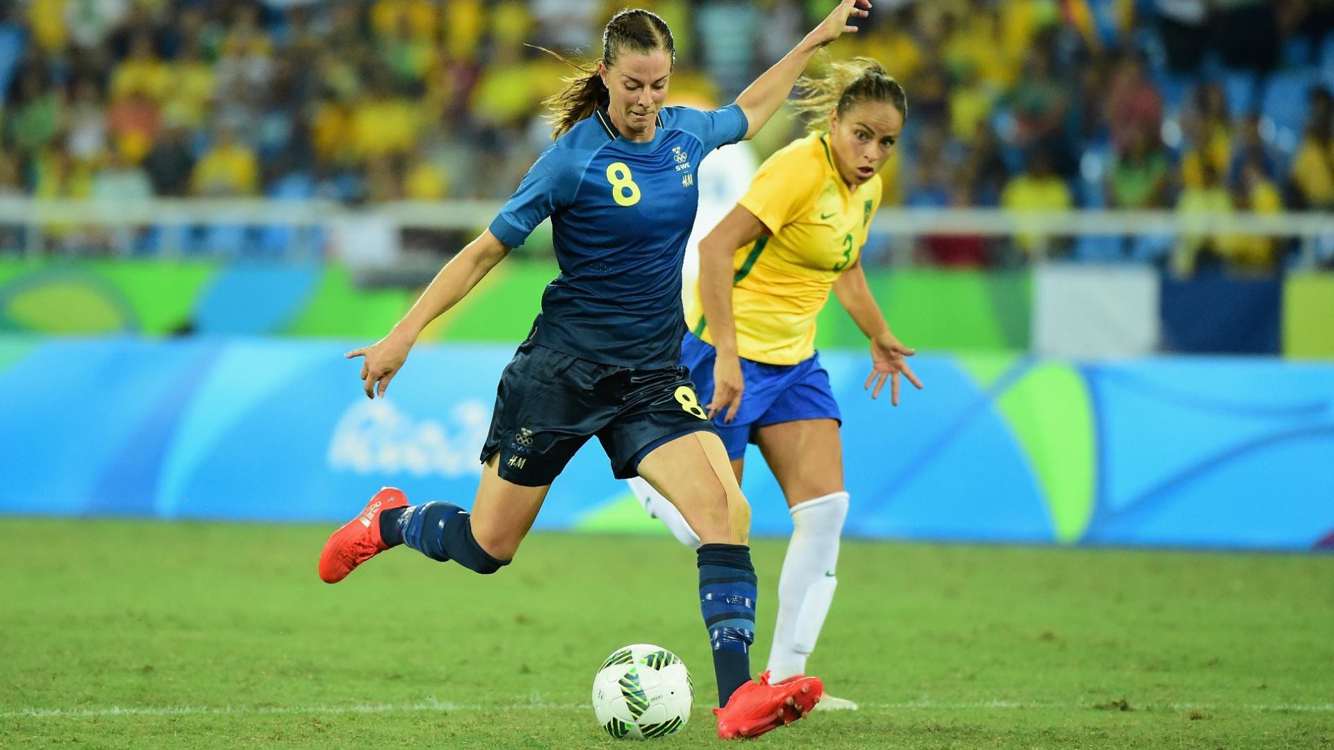 Lotta Schelin desconta para Suécia diante da seleção brasileira feminina de futebol