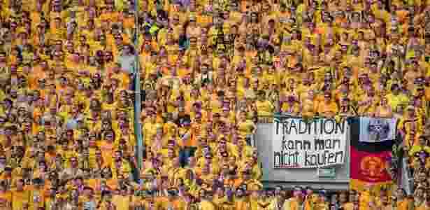 Torcida do Dynamo Dresden exibe faixas em jogo contra o RB Leipzig - Thomas Eisenhuth/DPA/AFP Photo - Thomas Eisenhuth/DPA/AFP Photo