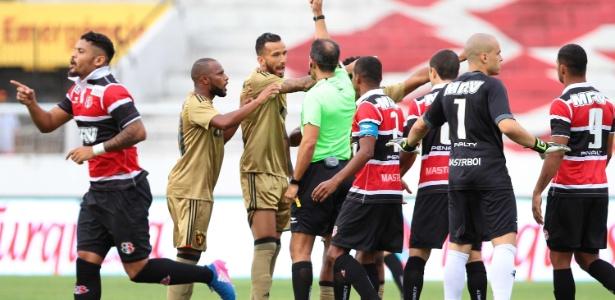 Jogo no Arruda foi movimentado e teve clima tenso entre os times - Marlon Costa/Futura Press/Estadão Conteúdo