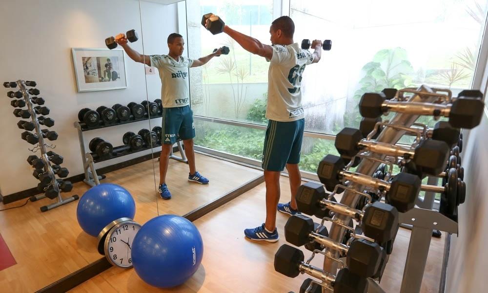 Deyverson Palmeiras academia