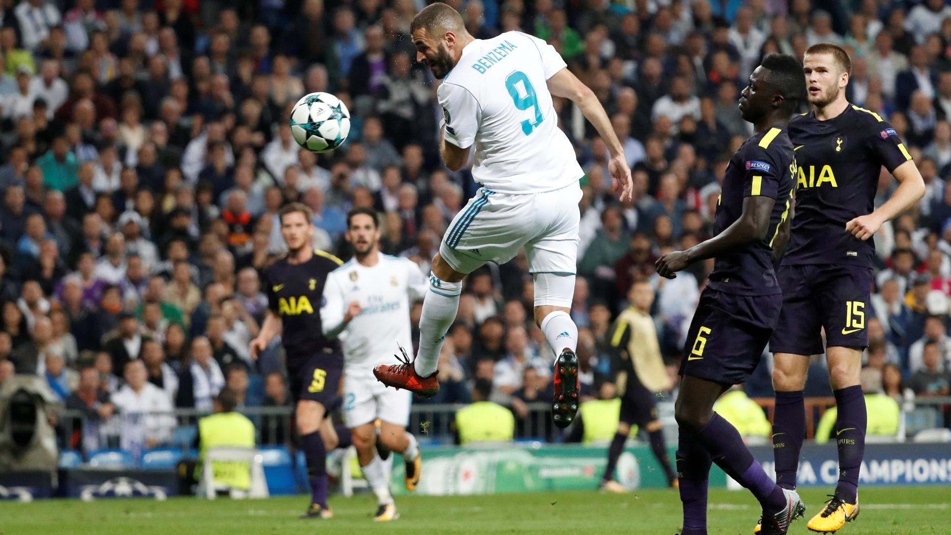 Benzema cabeceia no jogo entre Real Madrid e Tottenham