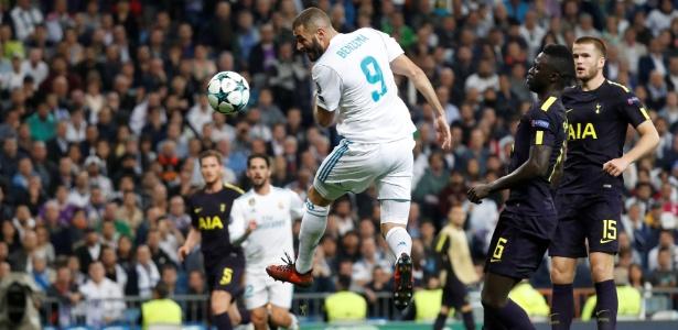 Benzema em ação durante jogo do Real Madrid contra o Barcelona - Paul Hanna/Reuters