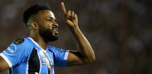 Fernandinho marcou o primeiro gol no jogo de volta da final da Libertadores