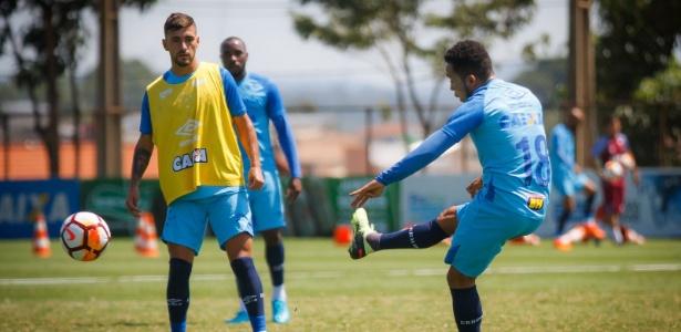 Cruzeiro treina normalmente, mesmo com protesto nas imediações da Toca da Raposa II