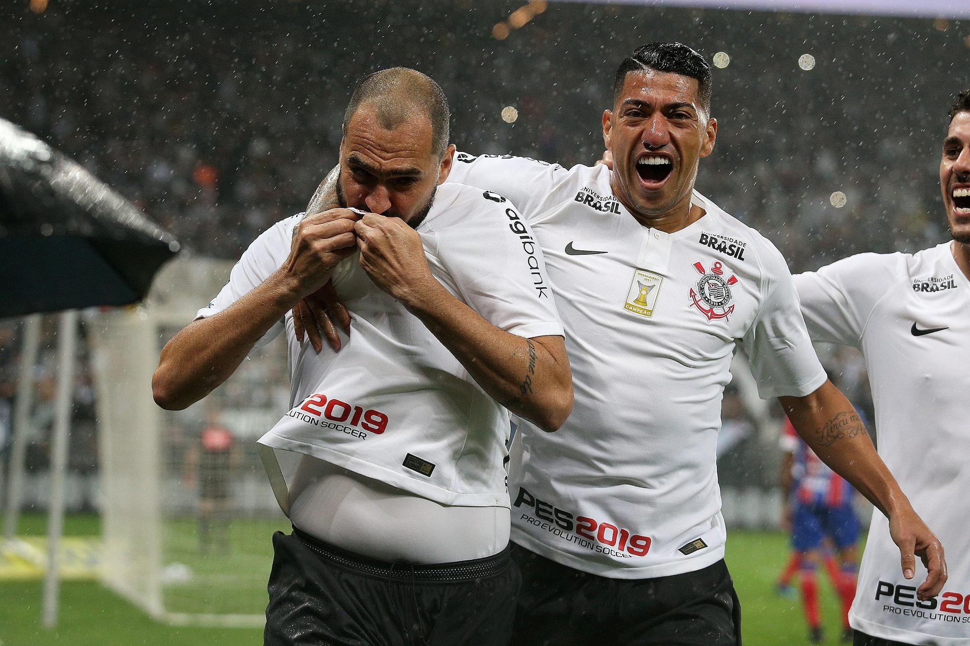 546adbbc70 Danilo marca dois sobre o Bahia e ajuda Corinthians a acabar com jejum - 27  10 2018 - UOL Esporte