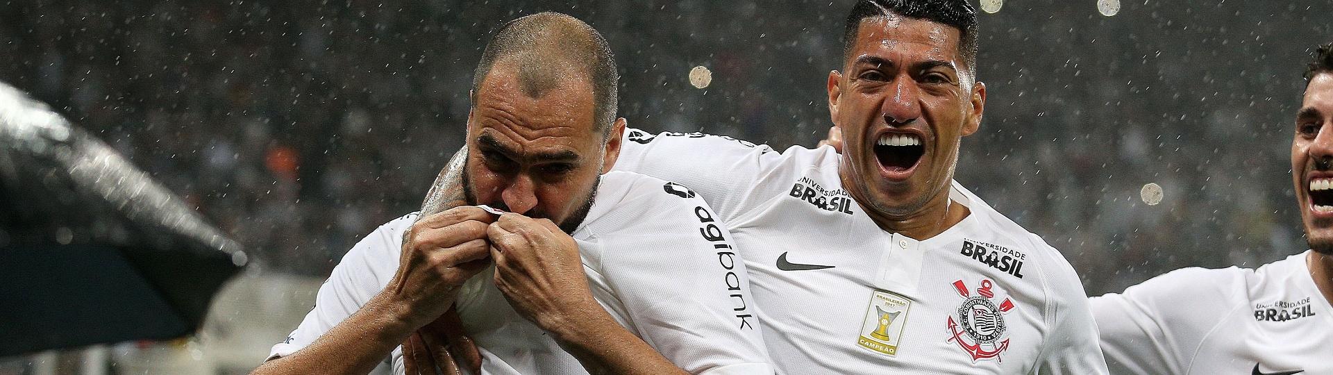 Danilo comemora o gol do Corinthians contra o Bahia