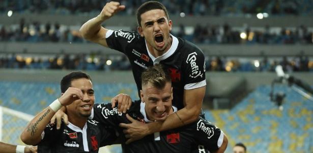 Maxi López deve voltar ao Vasco contra o São Paulo após desfalcar contra Atlético-PR e Corinthians - Thiago Ribeiro/Agif/Estadão Conteúdo