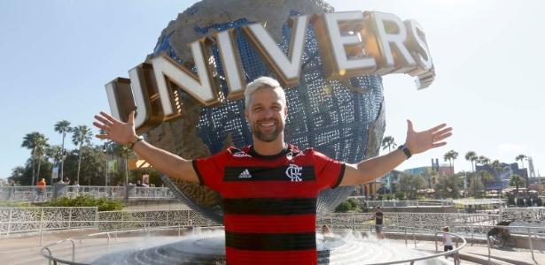 Diego curte parque da Universal Studios (FLA) com a camisa do Flamengo - Divulgação/Florida Cup