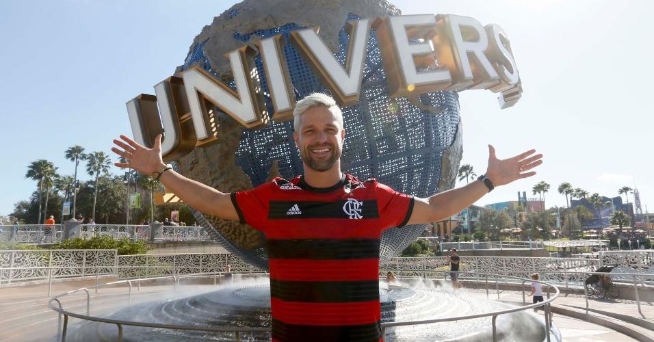 Diego curte parque da Universal com a camisa do Flamengo