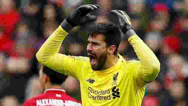 Alisson ficou muito irritado com a falta não marcada de Tarkowski no gol do Burnley - ANDREW YATES/REUTERS - ANDREW YATES/REUTERS