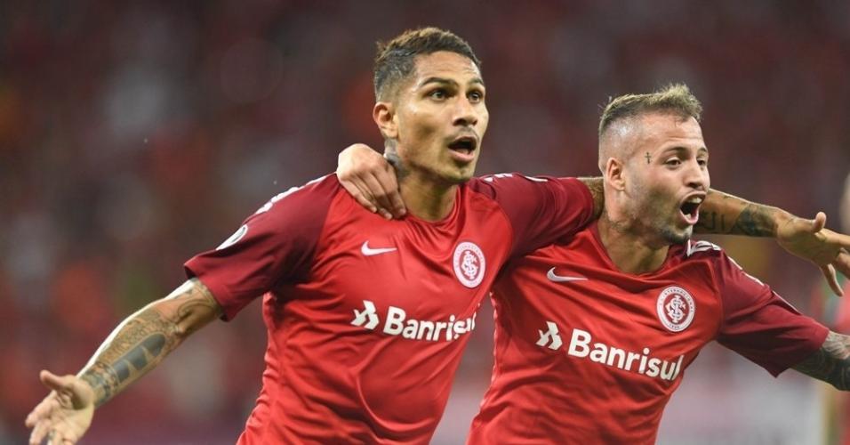 Guerrero comemora gol do Inter contra o Palestino