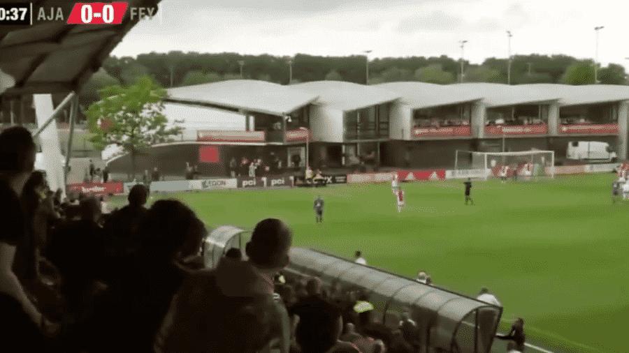 Confusão em jogo entre Ajax x Feyernoord - Reprodução/Twitter/El Bombástico