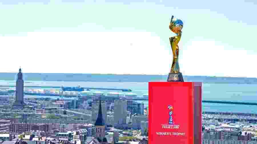 Troféu da Copa do Mundo feminina é fotografado em Le Havre, na França - Aurelien Meunier - FIFA/FIFA via Getty Images
