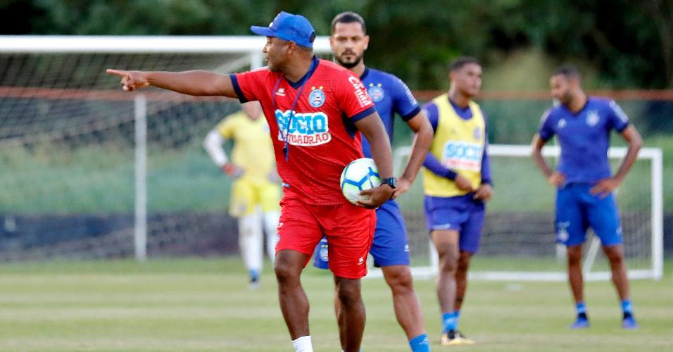 Técnico Roger Machado comanda treino do Bahia