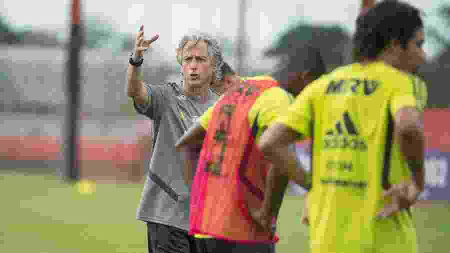 Técnico Jorge Jesus dá instruções durante treino do Flamengo - Alexandre Vidal / Flamengo