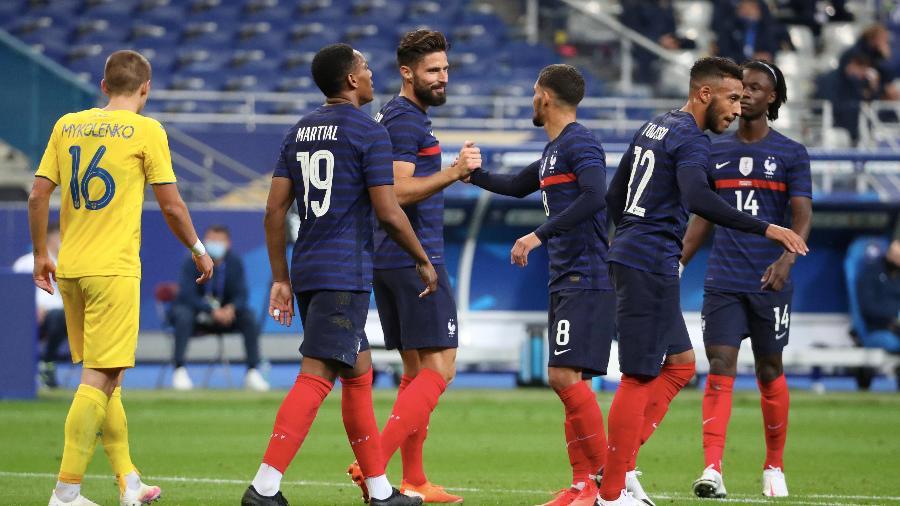 Giroud comemora gol da França na vitória contra a Ucrânia - Getty Images