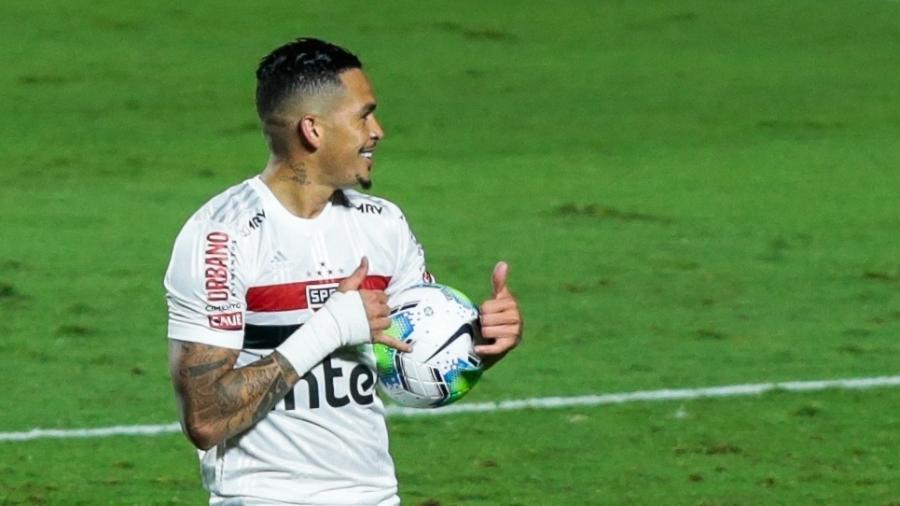 Luciano recupera a condição de titular do São Paulo contra o Internacional - Marcello Zambrana/AGIF