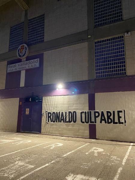 Torcido do Valladolid protesta contra Ronaldo Fenômeno - Reprodução/Twitter