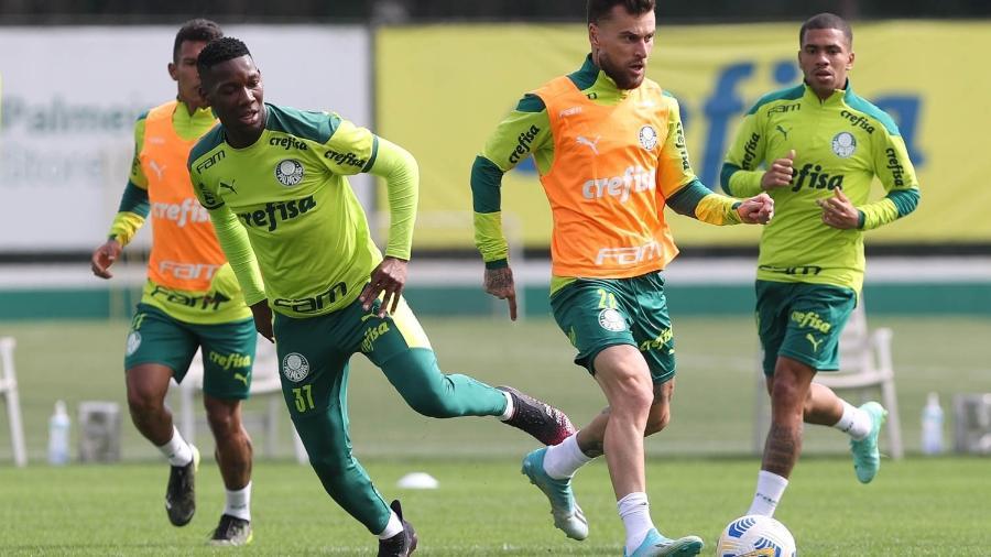 Patrick de Paula e Lucas Lima (à direita) voltaram a treinar na última semana de junho após punição -  Cesar Greco/Palmeiras