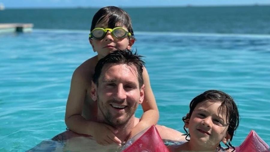 Messi curte piscina com filhos  - Reprodução/Instagram