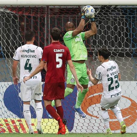 Jailson faz uma defesa na partida entre Palmeiras e Bahia pelo Brasileirão - Cesar Greco/Ag Palmeiras