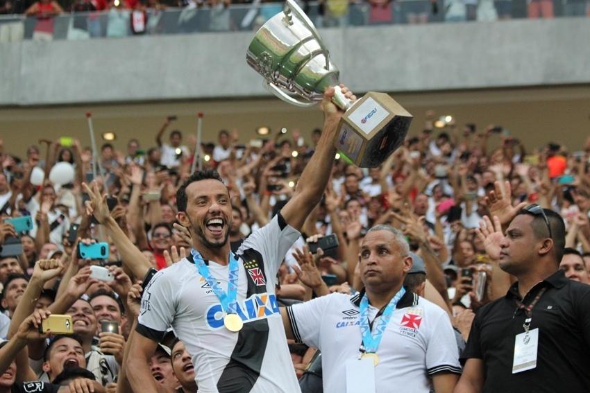 Nenê com a Taça Guanabara