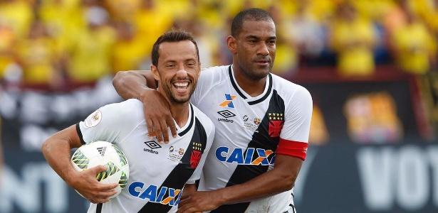 Nenê e Rodrigo: um já deixou o clube, o outro vive situação delicada na reserva