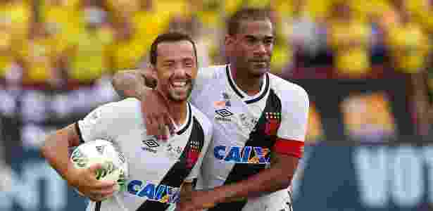Nenê e Rodrigo comemoram um dos gols do Vasco contra o Barcelona do Equador - Rafael Ribeiro / Florida Cup