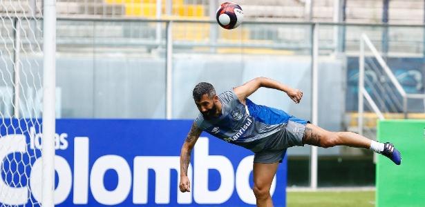 Douglas para por seis meses e o Grêmio precisa encontrar alternativas sem ele