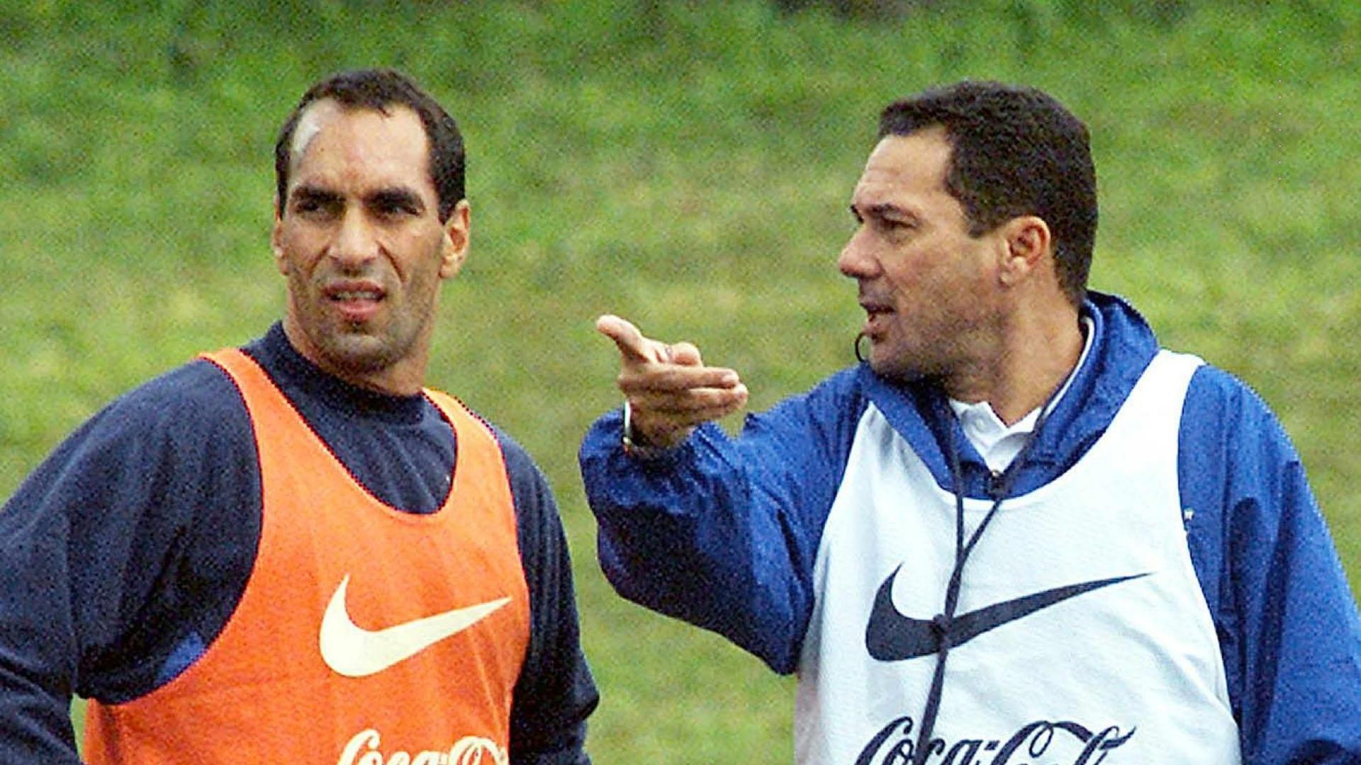 Edmundo e Vanderlei Luxemburgo em treino da seleção brasileira - 2000