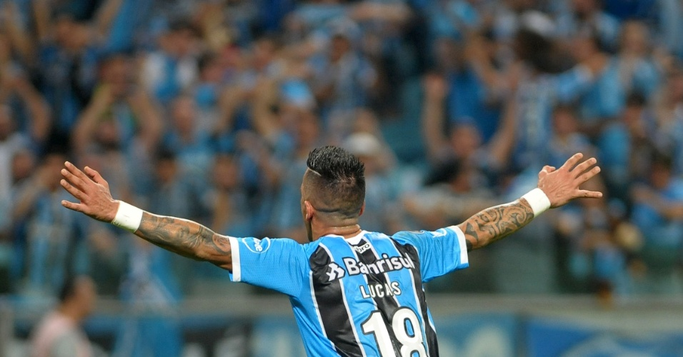 Barrios celebra gol do Grêmio contra o Santos em Porto Alegre