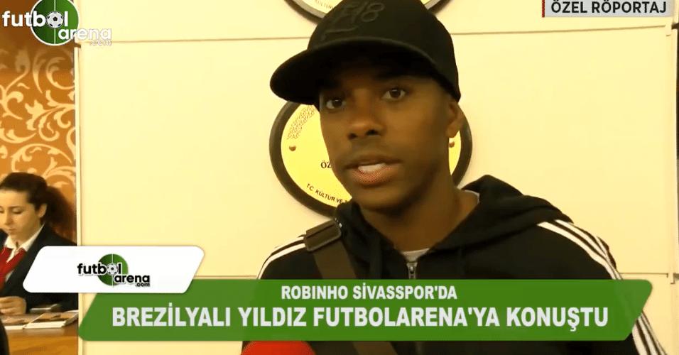 Robinho dá entrevista à TV turca em chegada ao Sivasspor