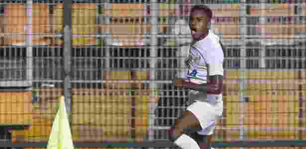 Rodrygo comemora gol do Santos contra o Ituano - Marcello Zambrana/AGIF - Marcello Zambrana/AGIF