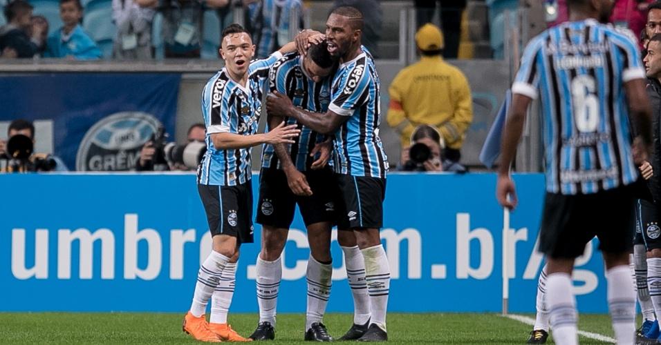 Jogadores do Grêmio comemoram gol de Jael diante do Flamengo na Arena Grêmio pelo Campeonato Brasileiro 2018