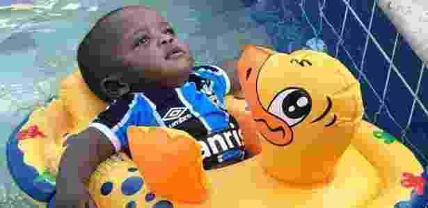 Filho de Bruno Cortez, lateral esquerdo do Grêmio, faz sucesso na internet - Reprodução - Reprodução