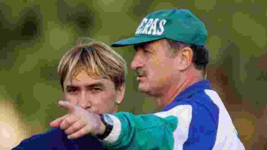 Luiz Felipe Scolari dá instruções para Paulo Nunes durante treino do Palmeiras em 1999 - Jorge Araújo/Folhapress