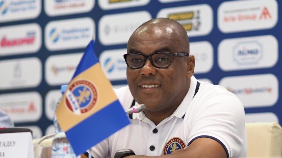 Gilmar Tadeu, técnico brasileiro no FC Lviv: primeiro negro, acabou suspenso após denúncia - FC Lviv
