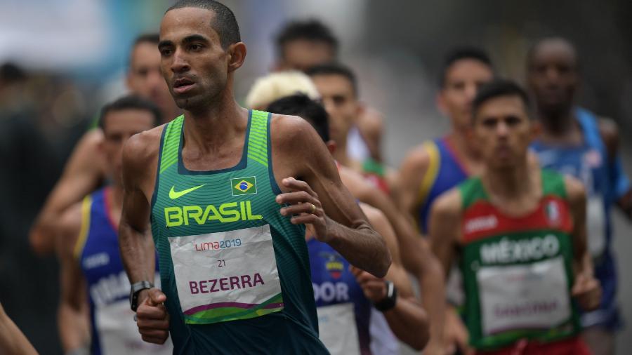 Brasileiro Wellington Bezerra Da Silva durante a maratona masculina no Pan - PEDRO PARDO/AFP