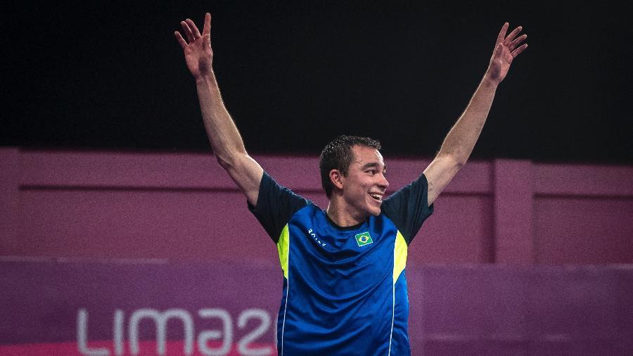 Hugo Calderano comemora vitória da final do tênis de mesa do Pan - Jonne Roriz/COB