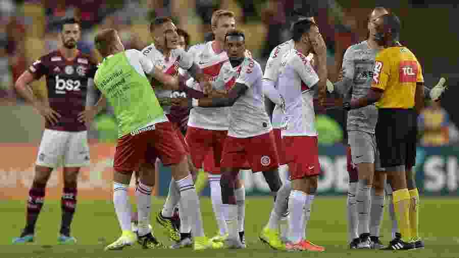 Paolo Guerrero, durante partida entre Internacional e Flamengo. Peruano será julgado - Thiago Ribeiro/AGIF