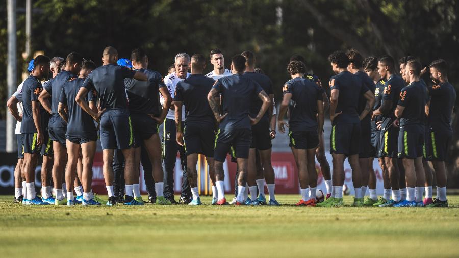 Tite comanda treino da seleção em Cingapura pensando em amistosos contra times africanos - Pedro Martins/Mowa Press