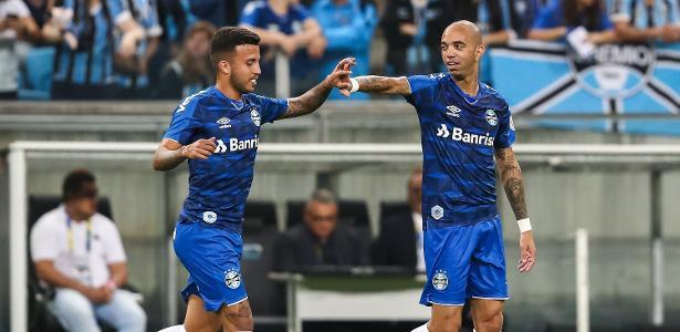 Tricolor entra no G4 | Com gol contra do CSA, Grêmio faz 2 a 1 na Arena em Porto Alegre