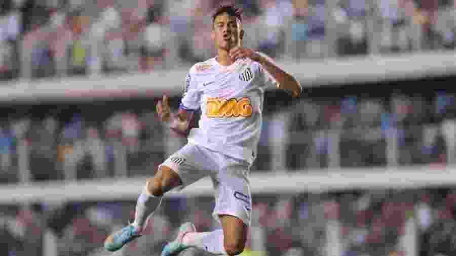 Neymar comemora gol pelo Santos, na época em que jogava pelo time da Vila Belmiro - Junior Lago/UOL